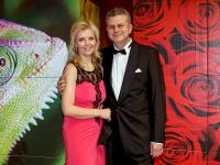 S manželkou na plese